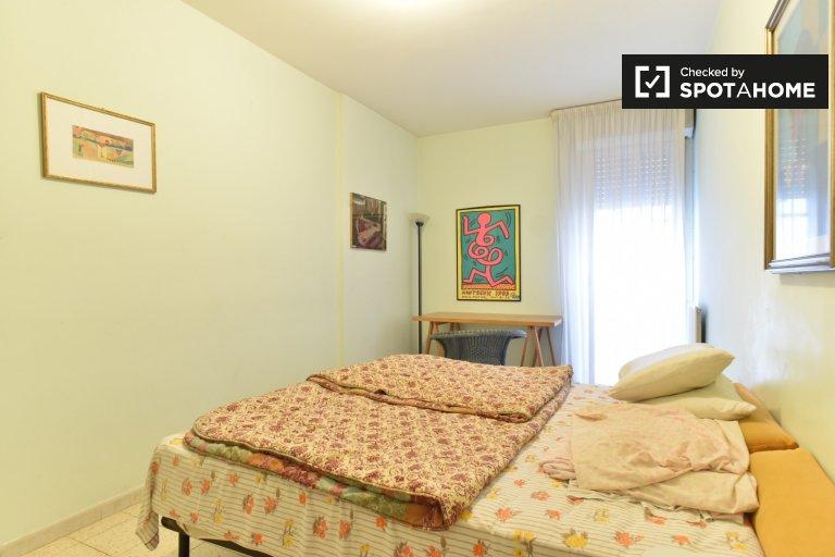 Chambre spacieuse dans un appartement de 4 chambres à Laurentina, Rome