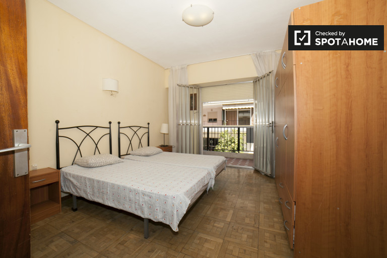 Twin Beds in Spacious rooms for rent in 6-bedroom apartment in Los Remedios