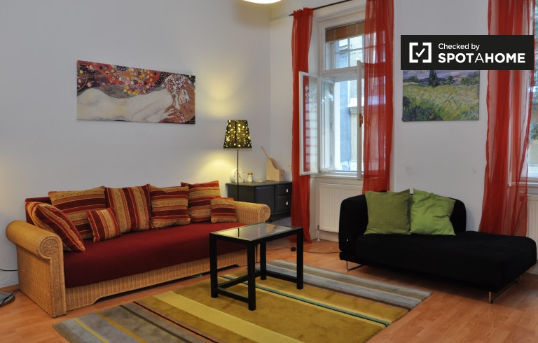 Elegant 2-bedroom apartment with balcony for rent in Landstrasse area