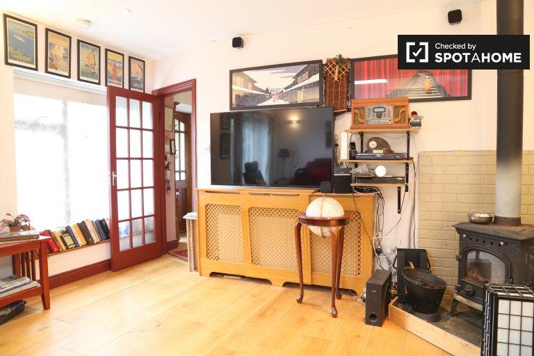Zimmer zu vermieten in sonniger 3-Zimmer-Haus in Dún Laoghaire