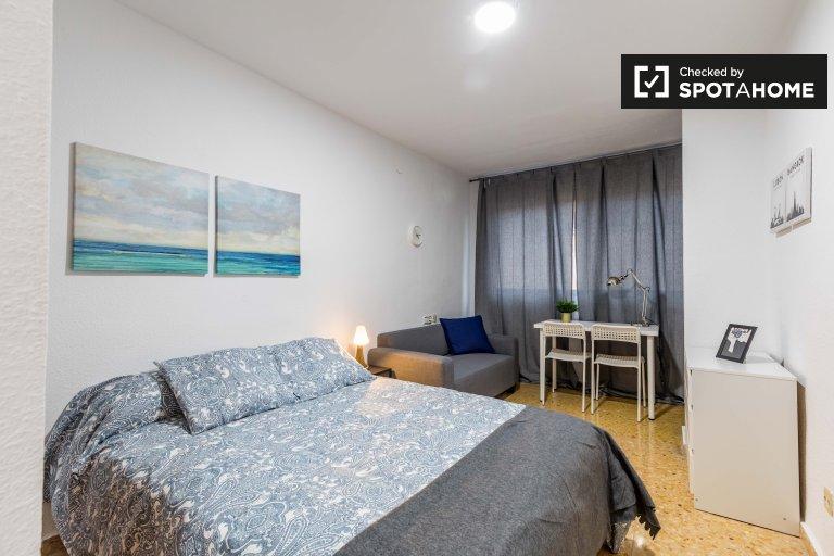Amplia habitación en alquiler en Camins al Grau, Valencia