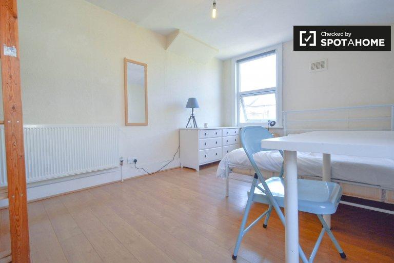 Chambre spacieuse à louer dans un appartement de 6 pièces, Tottenham, Londres
