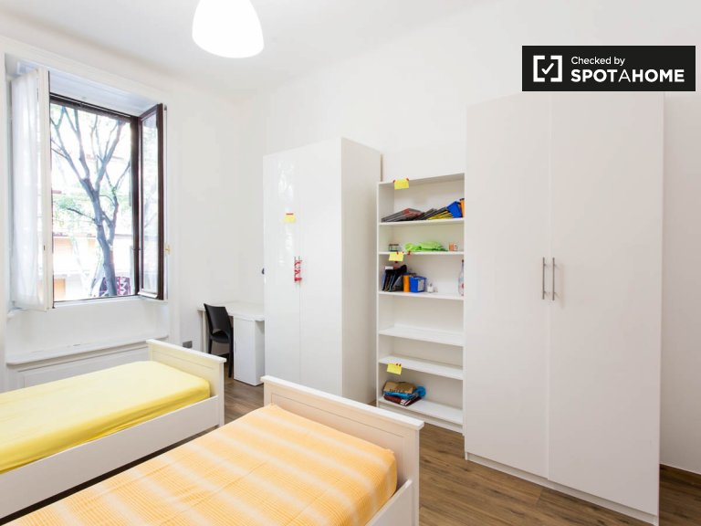 Shared room for rent in 9-bedroom apartment in Città Studi