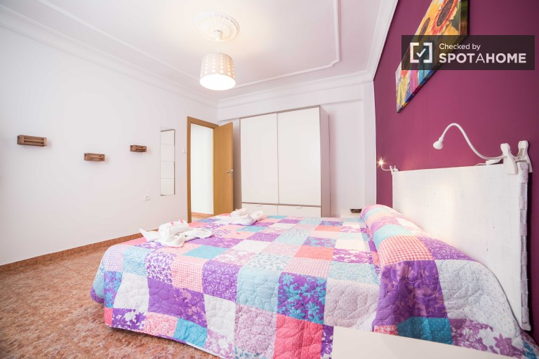 Modern, bright three bedroom apartment for rent in Valencia