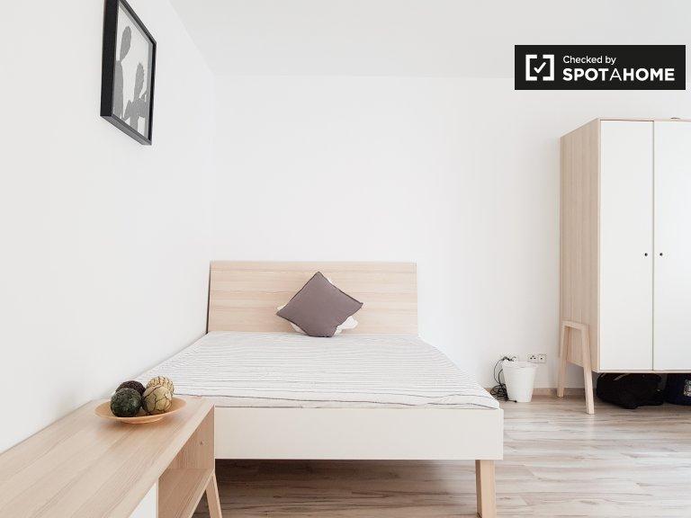 Room in 2-bedroom apartment in Charlottenburg-Wilmersdorf