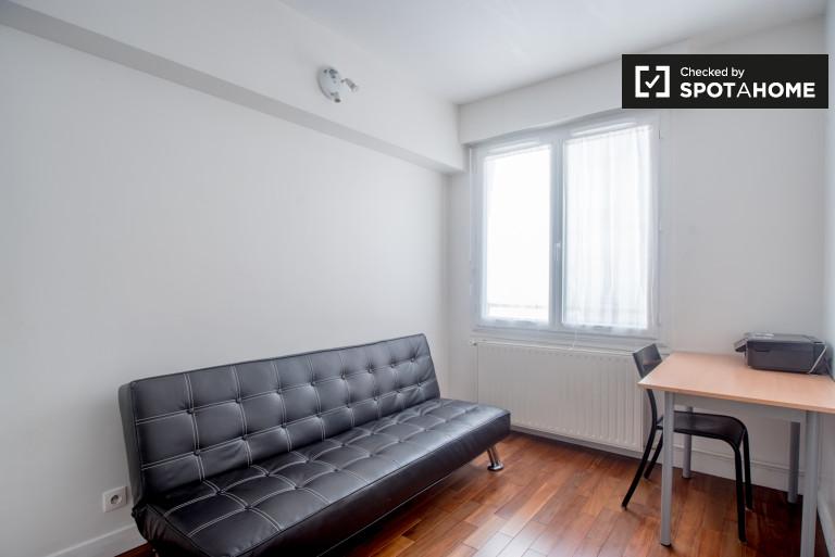 Practical studio apartment to rent, Paris 7th arrondissement