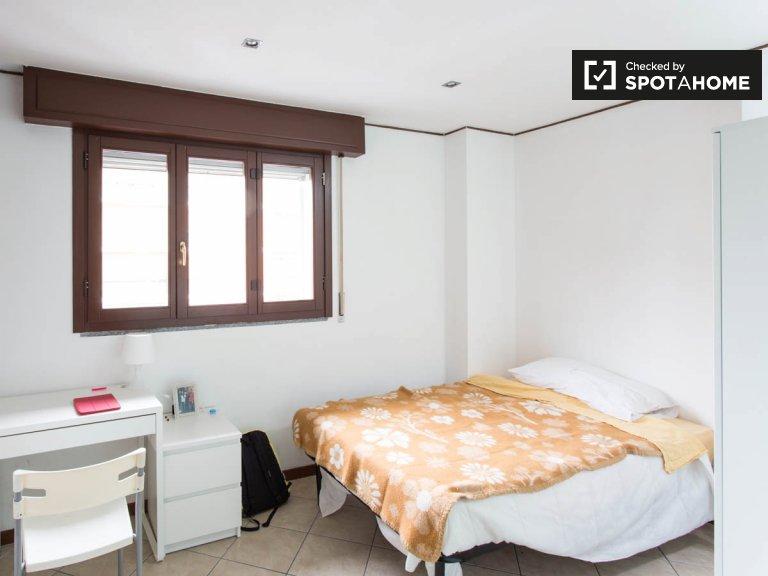 Geräumiges Zimmer in 3-Zimmer-Wohnung in Barona, Mailand