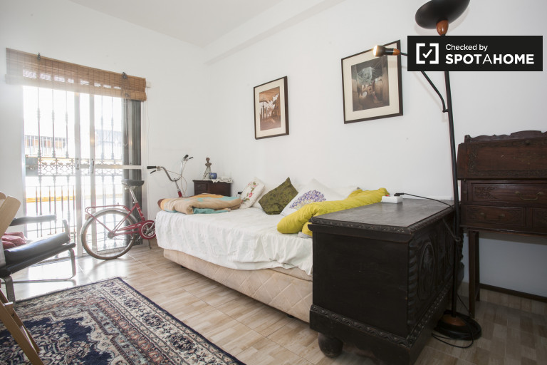 Double Bed in Room for rent in furnished 2-bedroom apartment in La Macarena