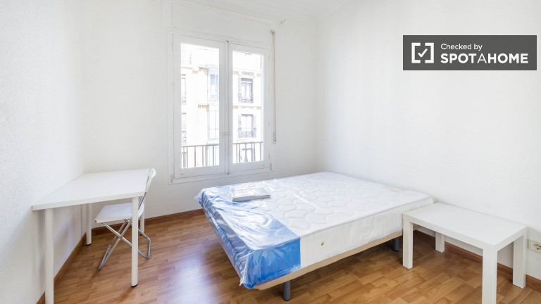 Double Bed in Modern rooms in a recently renovated apartment in sophisticated Salamanca