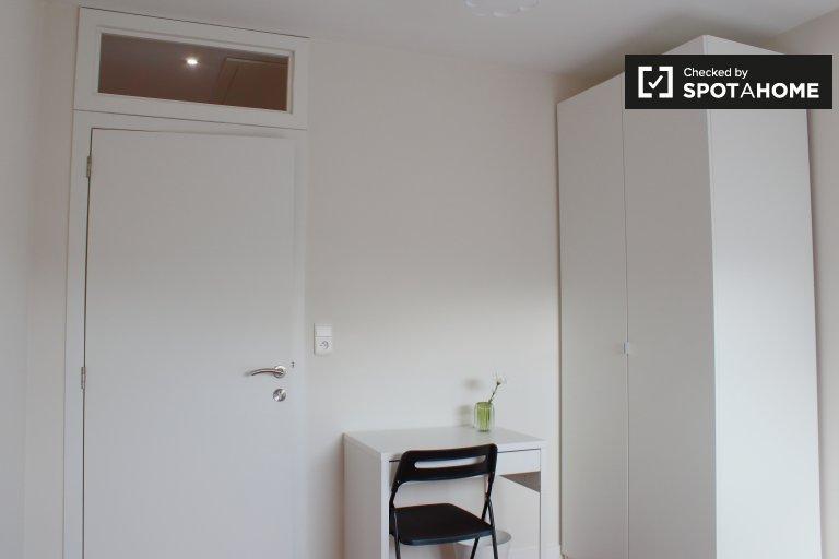 Quarto aconchegante para alugar em apartamento de 6 quartos em Jette