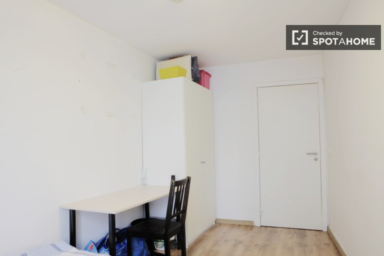 Furnished room in apartment in Brussels City Centre