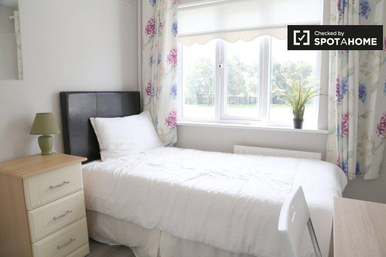 Pokój do wynajęcia w domu z 3 sypialniami i ogrodem w Swords