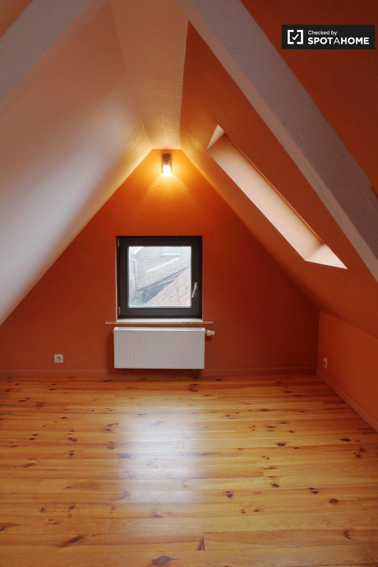 Charmantes Zimmer zur Miete in einem 3-Zimmer-Haus in Uccle, Brüssel