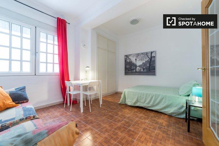 Grande chambre à louer à Quatre Carreres, Valence