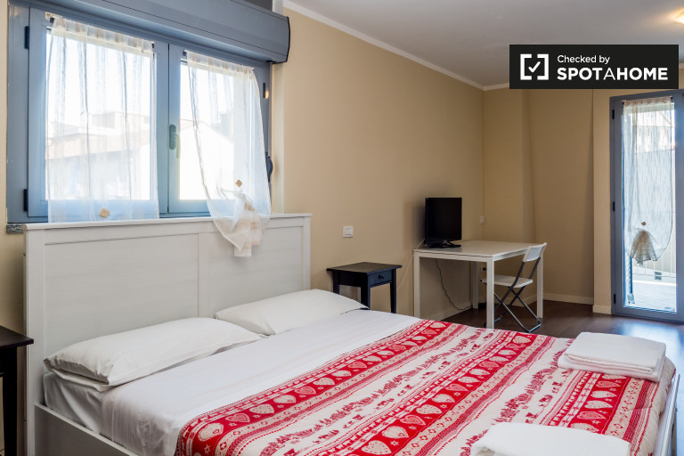Studio apartment with parking, underfloor heating, balcony and AC for rent in Loreto area