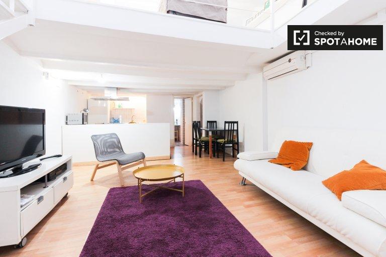 Charming 2-bedroom apartment for rent in El Raval, Barcelona