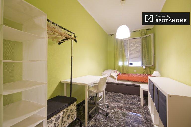 Chambre meublée dans un appartement de 3 chambres à Ventas, Madrid