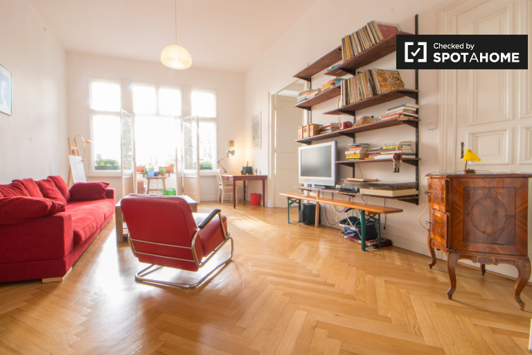 3-bedroom apartment for rent with balcony in Charlottenburg