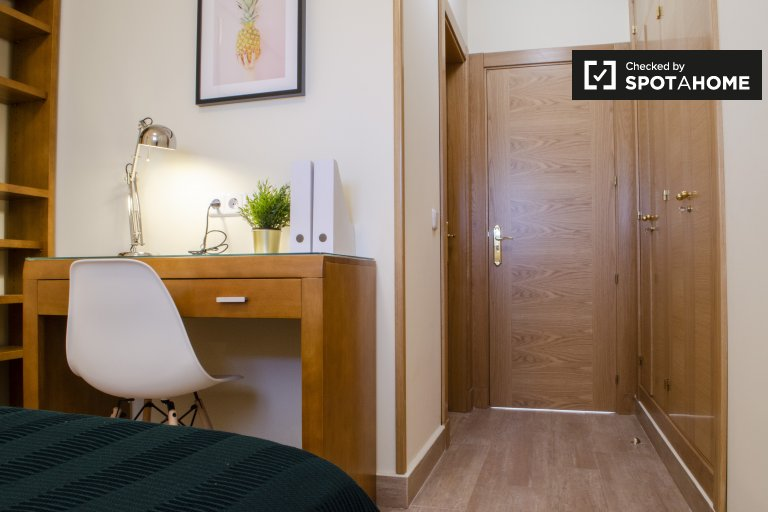 Rooms for rent in 15-bedroom residence in Atocha, Madrid