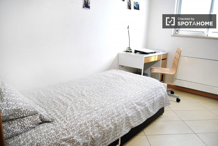 Bedroom 3- Bright single room