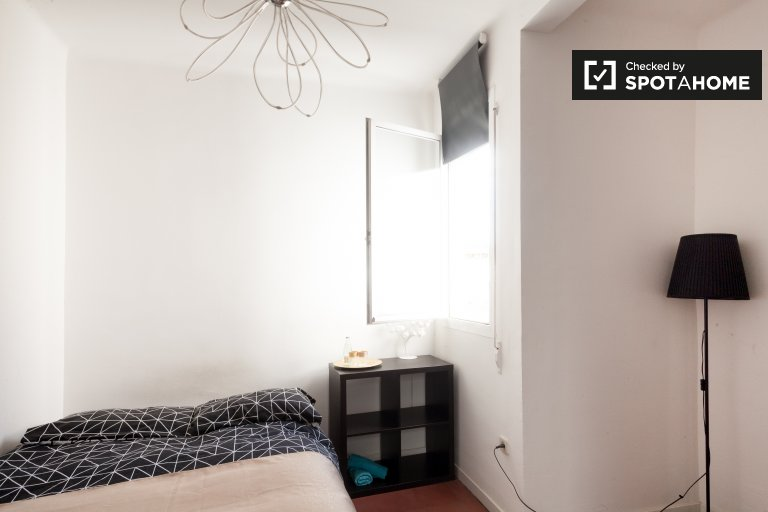 Room to rent in 2-bedroom apartment in Les Corts, Barcelona