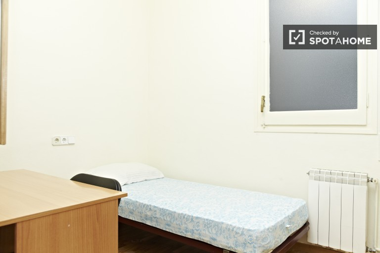 Habitación en el apartamento de 2 dormitorios Sagrada Familia, Barcelona