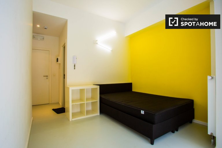 Double Bed in Rooms with ensuite bathrooms for rent in student residence near to the Free University of Brussels