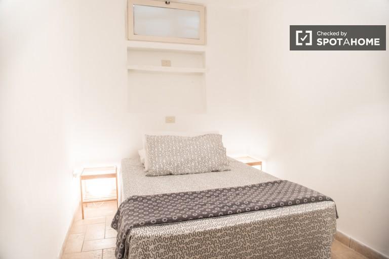 Chambre simple dans un appartement de 4 chambres à Tor Pignattara, Rome