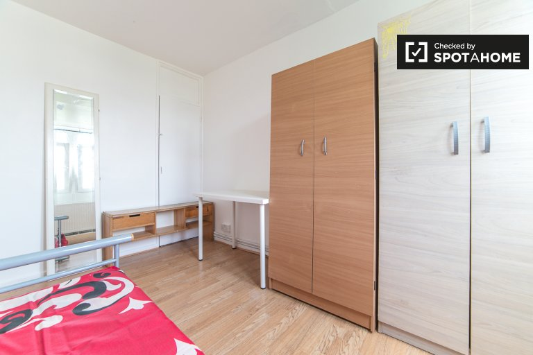 Spacious room to rent in Tower Hamlets, London