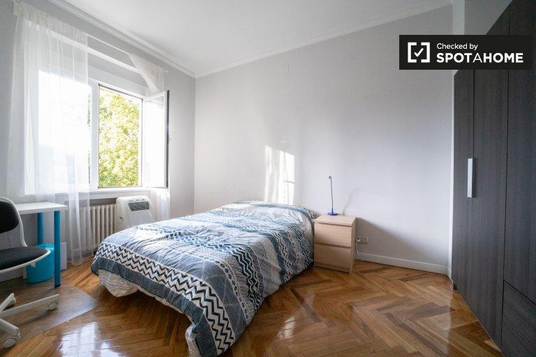 Room in 5-bedroom apartment in Puerta del Ángel, Madrid