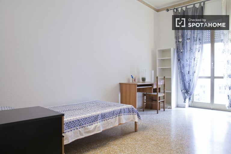 Single room in 3-bedroom apartment in Tuscolano, Rome