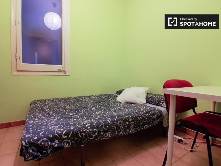 Chambre meublée dans un appartement de 6 chambres à Sants, Barcelone