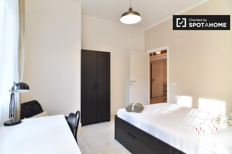 Modernes Zimmer in einer Wohnung in Triest, Rom