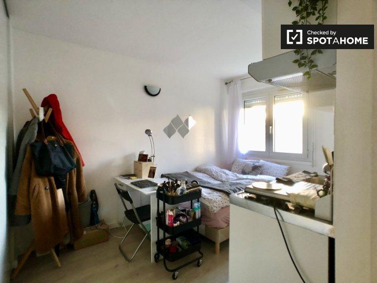 Snug studio apartment for rent in Créteil, Paris