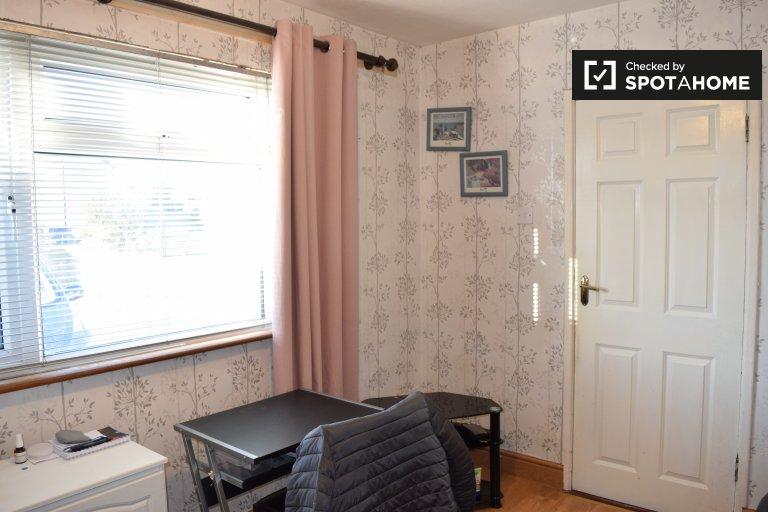 Chambre confortable dans une colocation de 4 chambres à coucher à Dún Laoghaire, Dublin