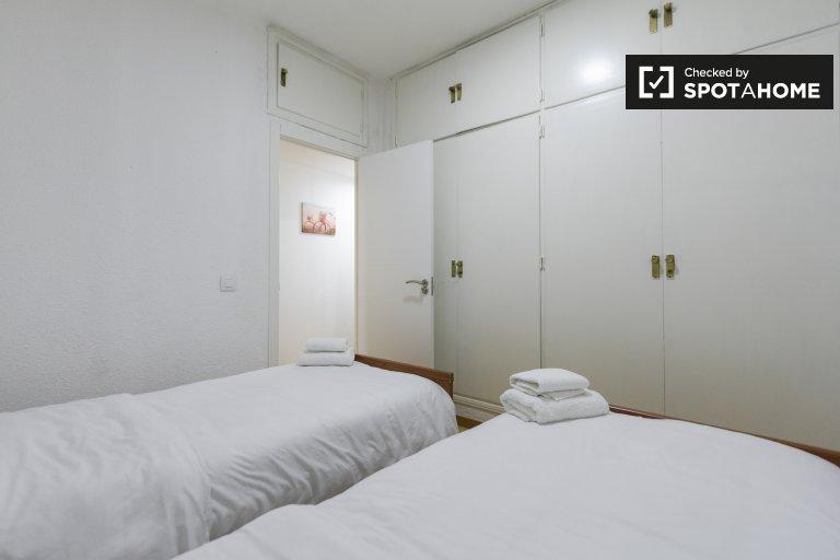 Habitación ordenada en alquiler en el apartamento de 4 dormitorios en Lavapies