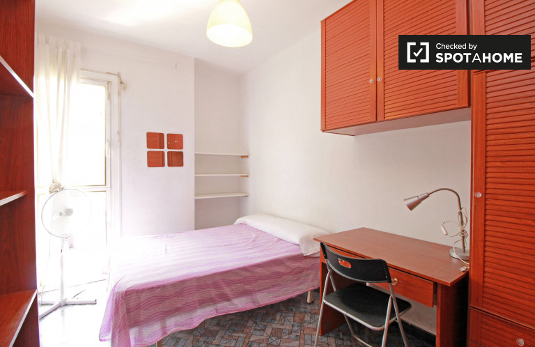 Rooms for rent in 7-bedroom apartment in Poblenou, Barcelona