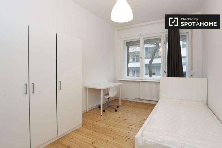 Gemütliches Zimmer in 3-Zimmer-Wohnung in Neukölln, Berlin