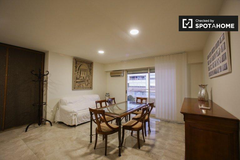 Amplio apartamento de 3 dormitorios para alquilar en Quatre Carreres