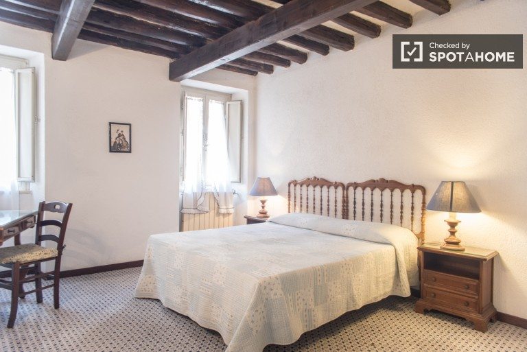 Central 1 Bedroom Apartment in Trastevere, Rome