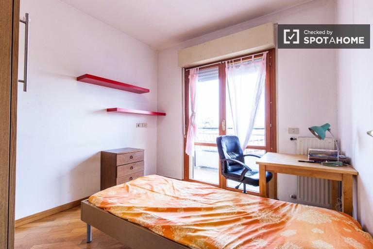 Bedroom 2 - Single bed, balcony