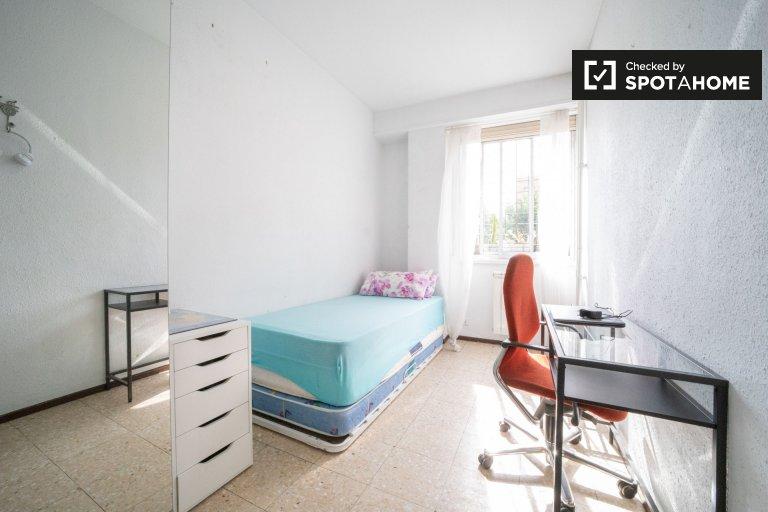 Pokój do wynajęcia w apartamencie z 2 sypialniami w Tetuán, Madryt