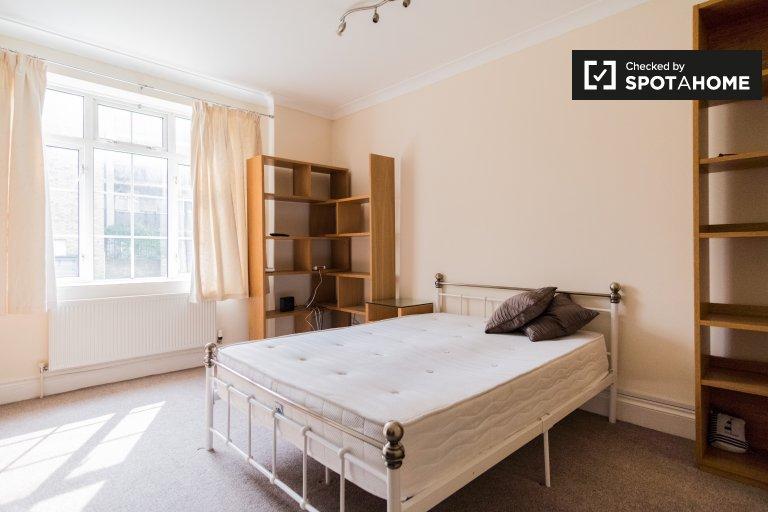 Quarto espaçoso em apartamentos de 3 quartos em Lambeth, Londres