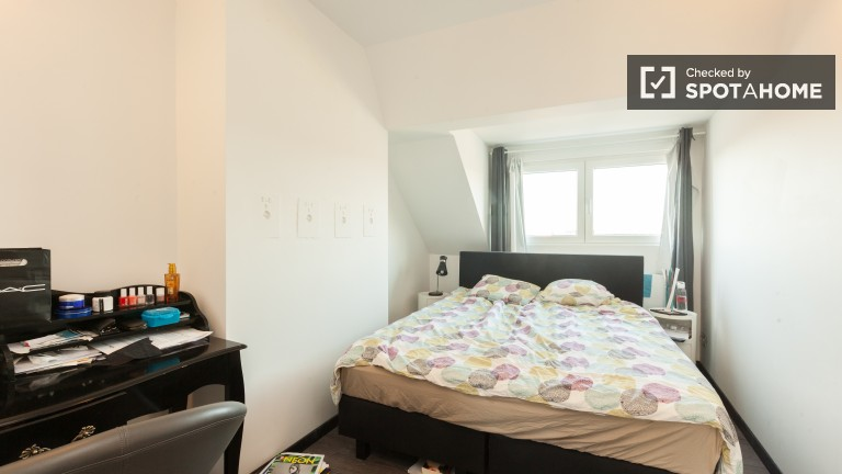 Double Bed in Rooms for rent in spacious, 3-bedroom apartment with rooftop terrace in Etterbeek