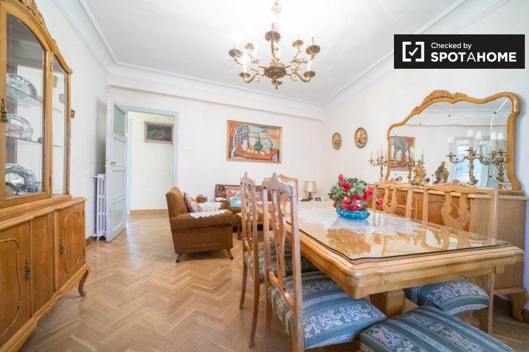 Apartamento de 4 quartos para alugar em Cuatro Caminos, Madrid
