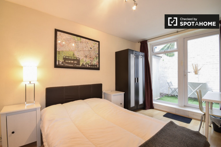 Stunning 3-bedroom apartment with terrace to rent in Chalk Farm