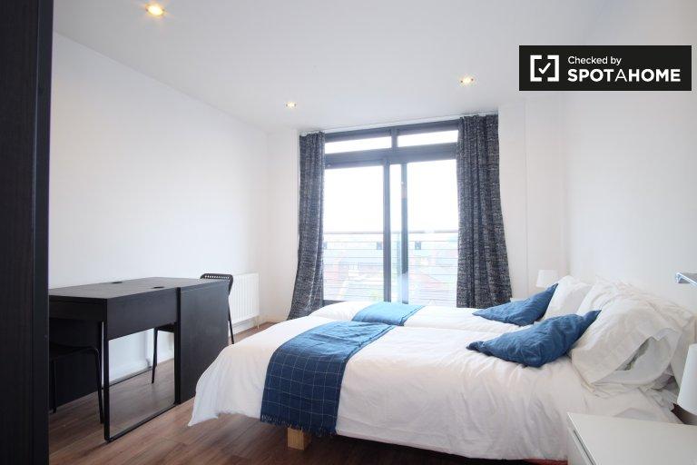 Spacious room in 3-bedroom flatshare in Hammersmith & Fulham