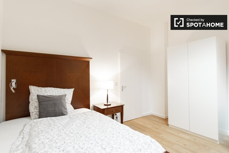 Zimmer zu vermieten in Wohnung mit 4 Schlafzimmern in Wedding