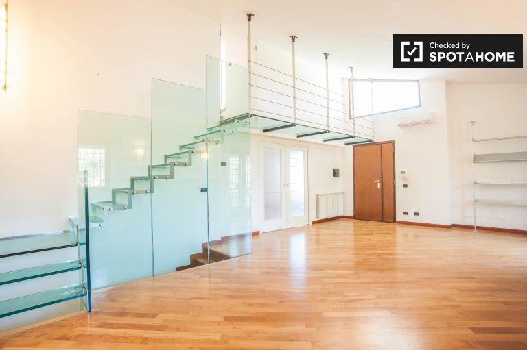 Apartamento de 5 quartos para alugar em Casal Ombroso, Roma