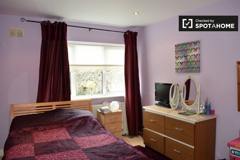 Room for rent in 3-bedroom house in Swords, Dublin